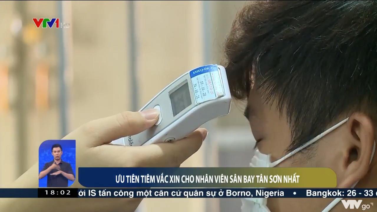 Việt Nam hôm nay | 18/04/2021 | Ưu tiên tiêm vắc xin cho nhân viên sân bay Tân Sơn Nhất